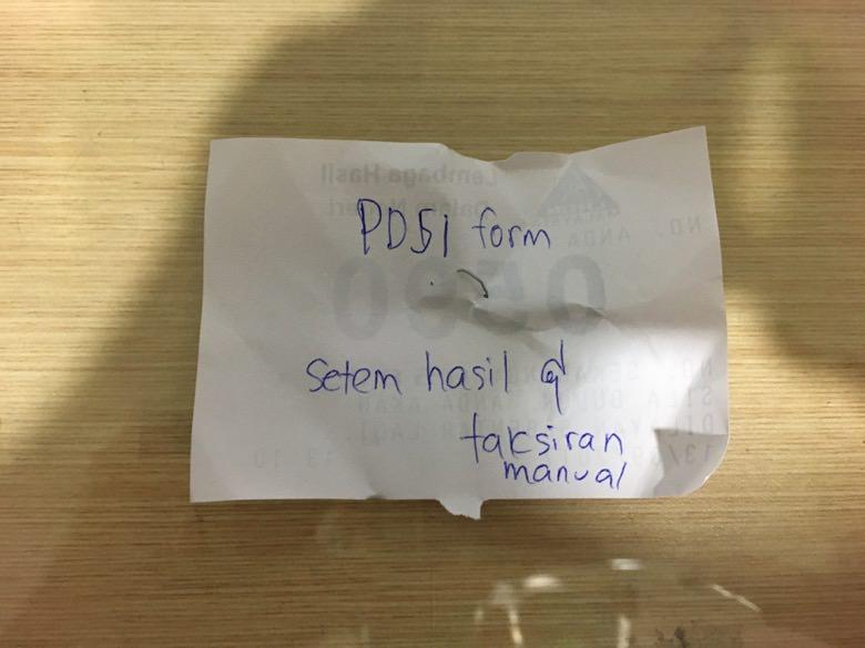 係員の手書きの指示